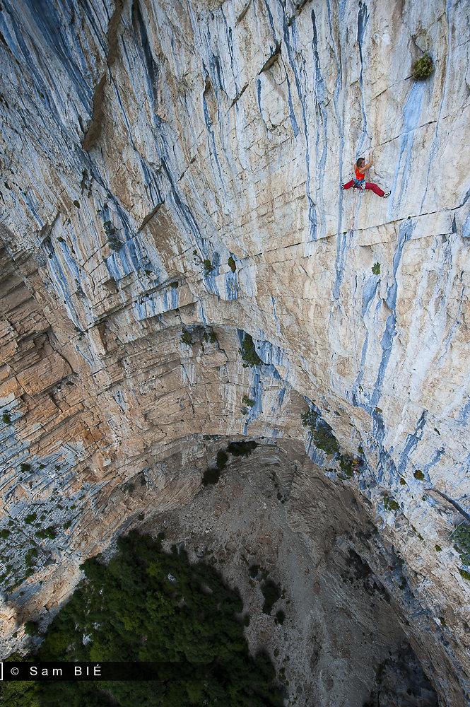 Gérome POUVREAU & Florence PINET climb Ali Baba, Aiglun.